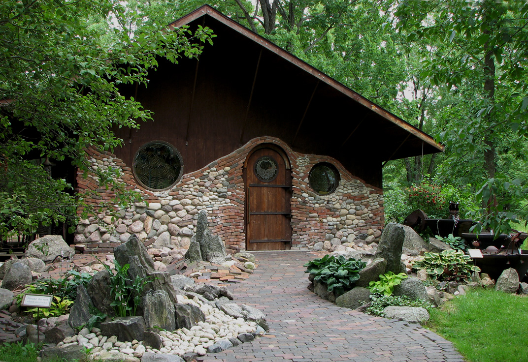 Jurustic park the hobbit house for Cost of building a house in wisconsin